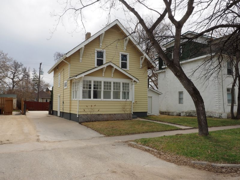 FEATURED LISTING: 114 5th Street SE Portage la Prairie