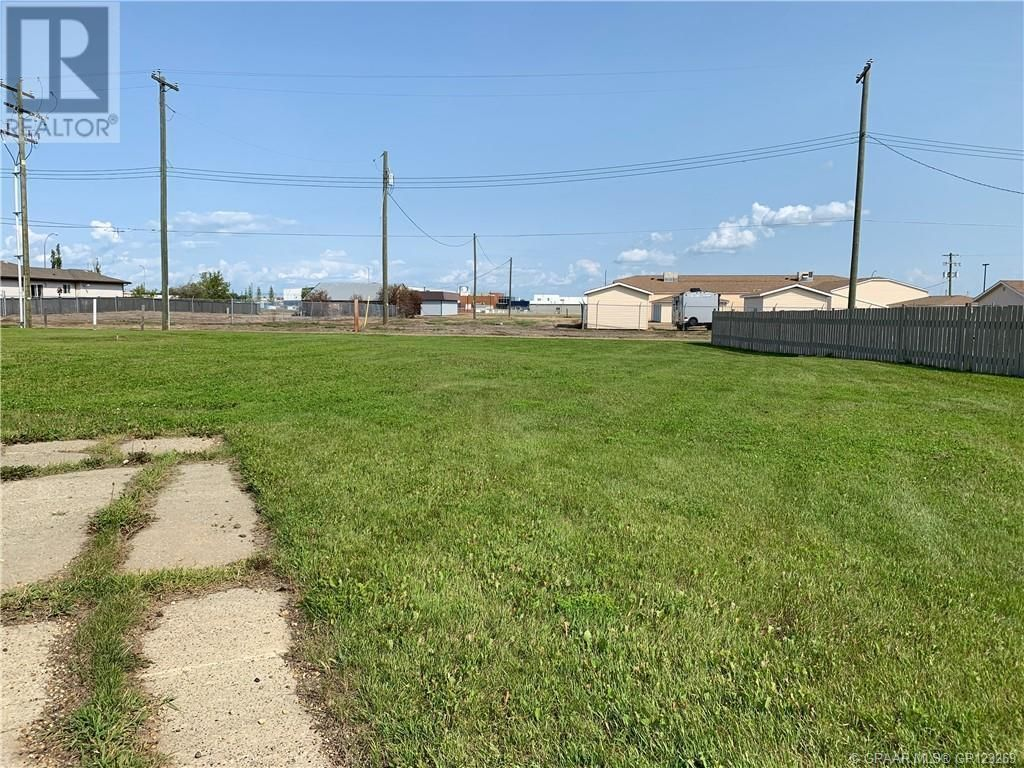 Main Photo: 4532 52 Street in Grimshaw: Vacant Land for sale : MLS®# A1045491