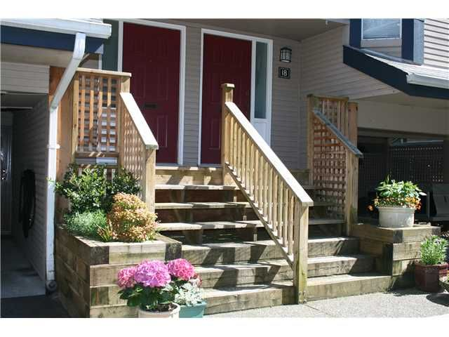 """Main Photo: 17 1195 FALCON Drive in Coquitlam: Eagle Ridge CQ Townhouse for sale in """"THE COURTYARDS"""" : MLS®# V1006009"""