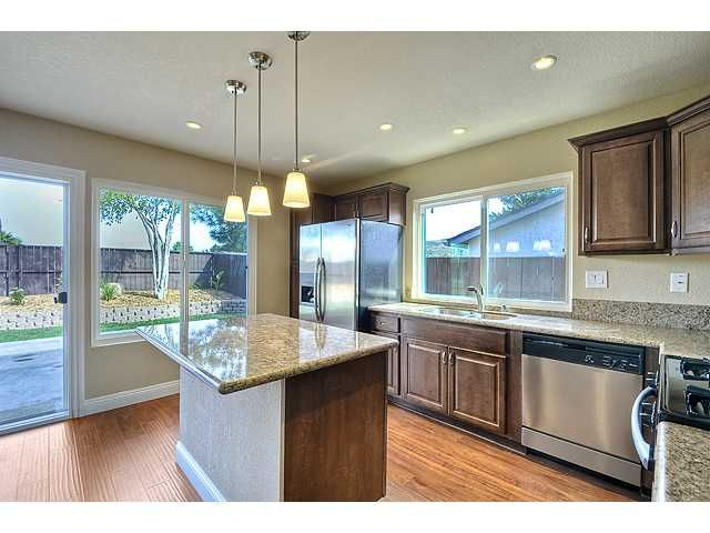 Photo 7: Photos: MIRA MESA House for sale : 3 bedrooms : 9076 Kirby Court in San Diego