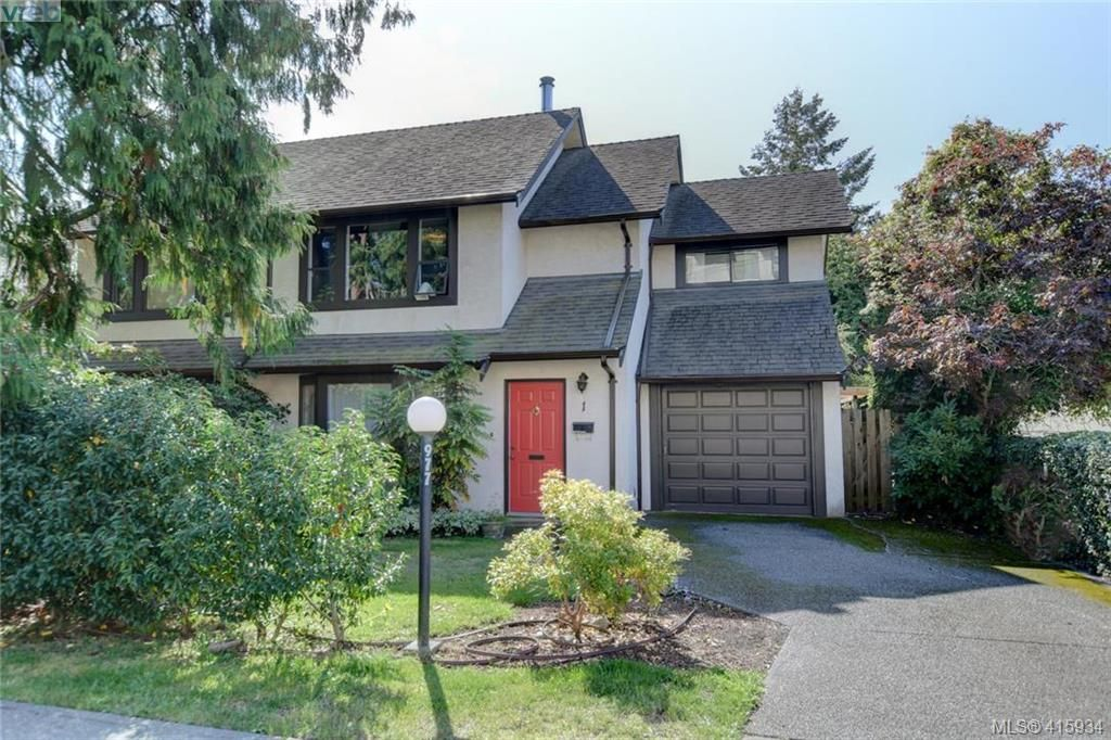 Main Photo: 1 977 Convent Pl in VICTORIA: Vi Fairfield West Row/Townhouse for sale (Victoria)  : MLS®# 825016