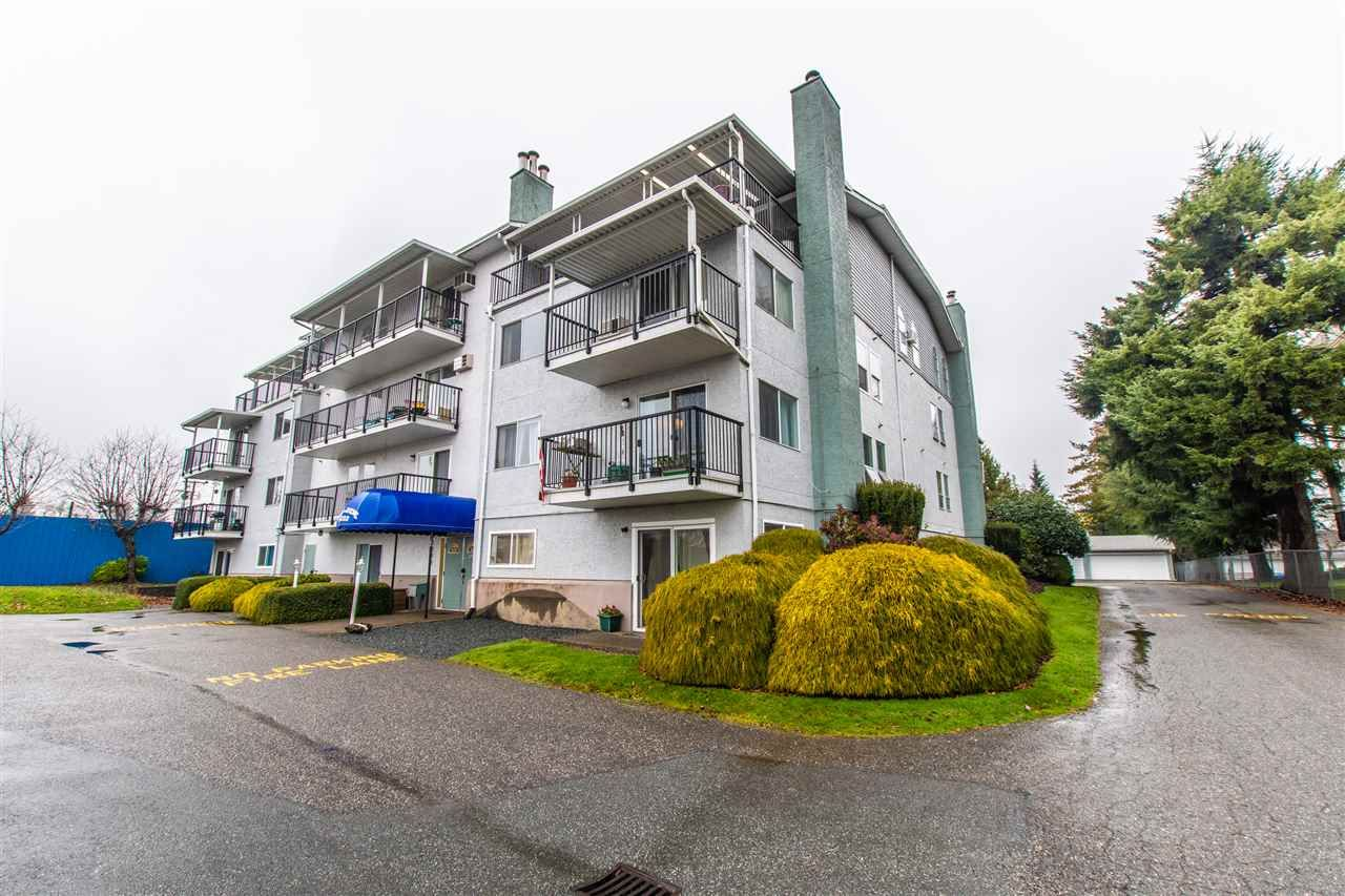 "Main Photo: 401 46033 CHILLIWACK CENTRAL Road in Chilliwack: Chilliwack E Young-Yale Condo for sale in ""HAZELDENE"" : MLS®# R2423271"