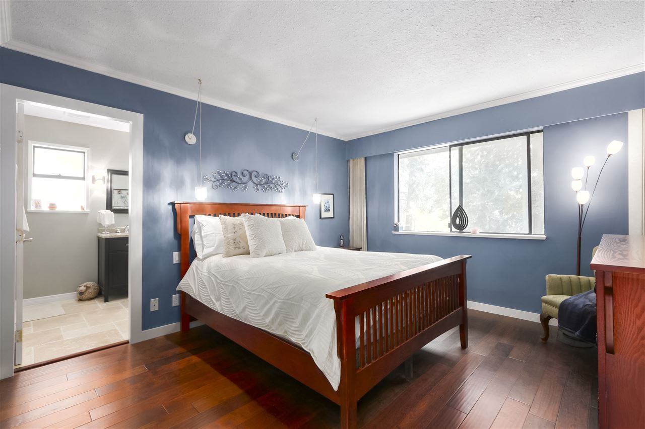 """Photo 20: Photos: 4727 MOUNTAIN Highway in North Vancouver: Lynn Valley House for sale in """"Upper Lynn"""" : MLS®# R2491401"""