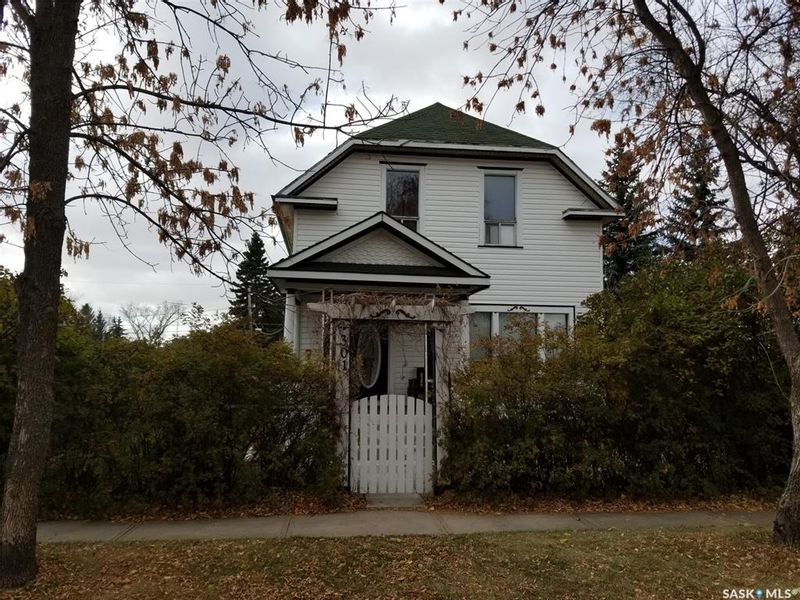 FEATURED LISTING: 301 3rd Street East Wilkie