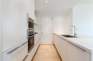 """Photo 12: 807 181 W 1ST Avenue in Vancouver: False Creek Condo for sale in """"BROOK AT THE VILLAGE"""" (Vancouver West)  : MLS®# R2567643"""