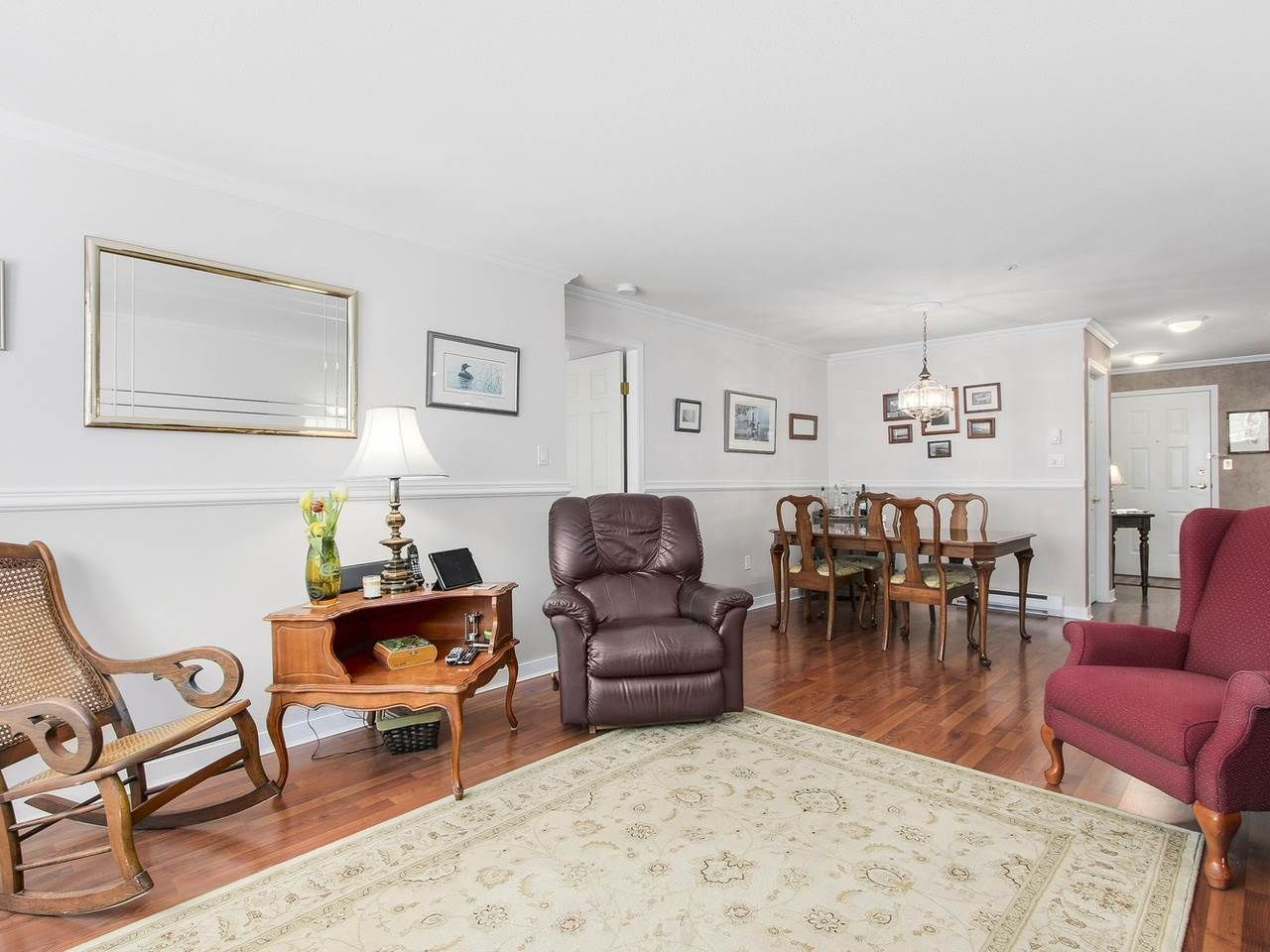 """Photo 3: Photos: 209 1575 BEST Street: White Rock Condo for sale in """"THE EMBASSY"""" (South Surrey White Rock)  : MLS®# R2151526"""