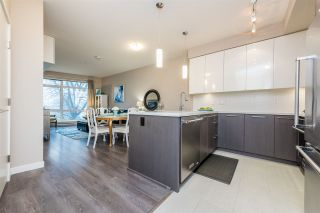 """Photo 3: 326 22 E ROYAL Avenue in New Westminster: Fraserview NW Condo for sale in """"THE LOOKOUT"""" : MLS®# R2139153"""