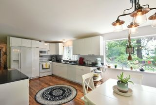 Photo 4: 93 CHADWICK Road in Gibsons: Gibsons & Area House for sale (Sunshine Coast)  : MLS®# R2594709