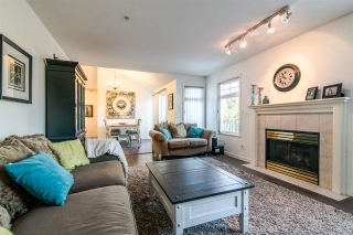 """Photo 4: 63 20762 TELEGRAPH Trail in Langley: Walnut Grove Townhouse for sale in """"Woodbridge"""" : MLS®# R2394375"""