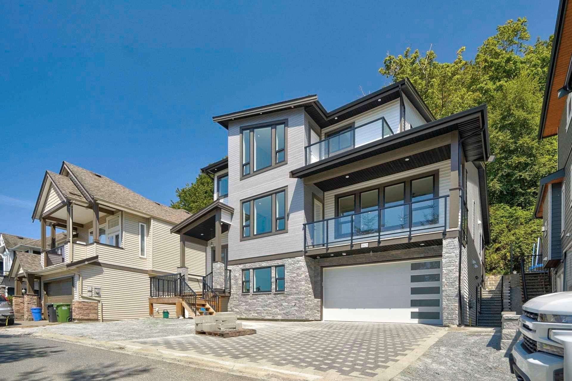 Main Photo: 35629 ZANATTA Place in Abbotsford: Abbotsford East House for sale : MLS®# R2607783