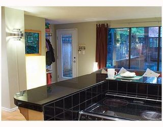 Photo 5: 102 1943 1ST Avenue in Victoria Court: Home for sale : MLS®# V739165