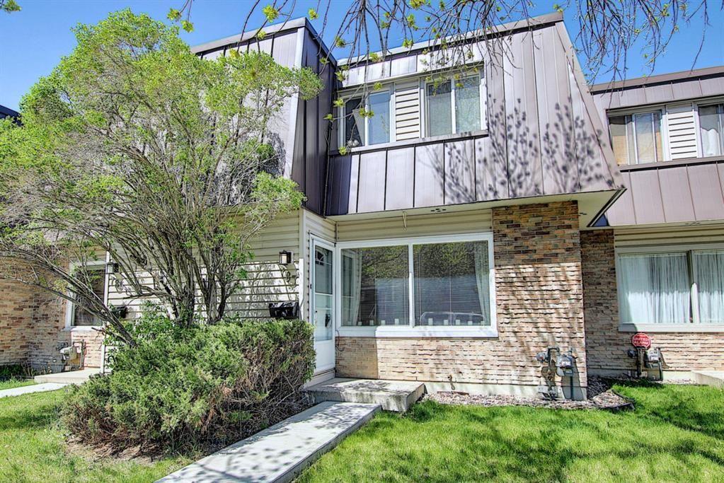 Main Photo: 787 Kingsmere Crescent SW in Calgary: Kingsland Row/Townhouse for sale : MLS®# A1108605