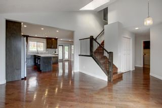 Photo 10: 93 Sidon Crescent SW in Calgary: Signal Hill Detached for sale : MLS®# A1150956
