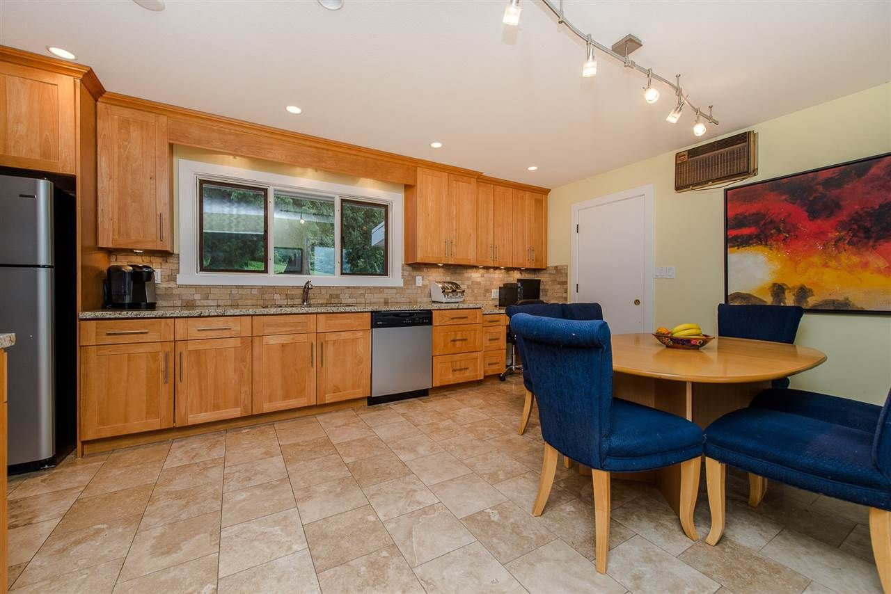 """Photo 11: Photos: 42737 OLD ORCHARD Road in Chilliwack: Chilliwack Mountain House for sale in """"Chilliwack Mountain"""" : MLS®# R2201950"""