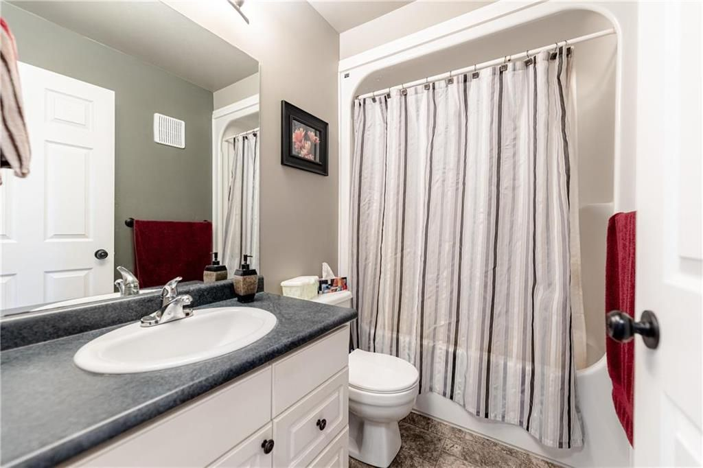 Photo 18: Photos: 20 PENROSE Crescent in Steinbach: R16 Residential for sale : MLS®# 202107867
