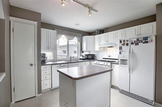 Photo 5: 47 INVERNESS Grove SE in Calgary: McKenzie Towne Detached for sale : MLS®# C4301288