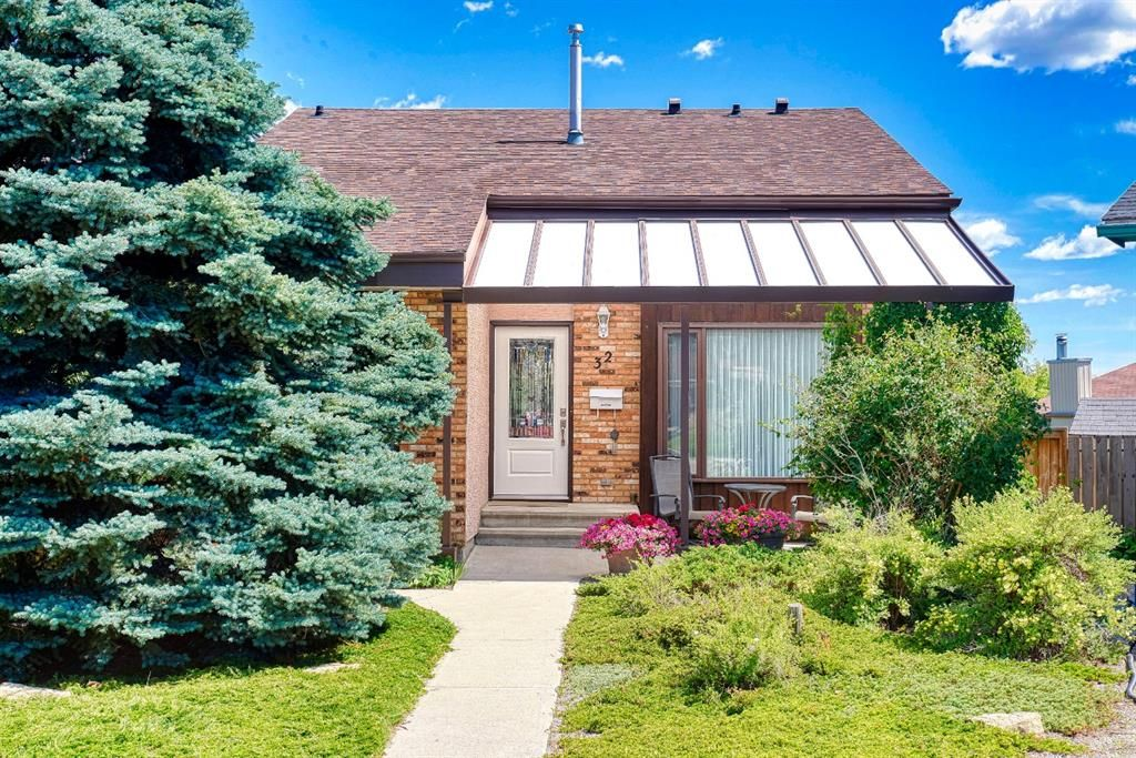 Main Photo: 32 BERMONDSEY Court NW in Calgary: Beddington Heights Detached for sale : MLS®# A1013498