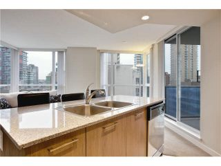 """Photo 11: 808 1212 HOWE Street in Vancouver: Downtown VW Condo for sale in """"1212 HOWE"""" (Vancouver West)  : MLS®# V1103940"""