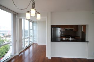 """Photo 7: 2006 1077 MARINASIDE Crescent in Vancouver: Yaletown Condo for sale in """"MARINASIDE RESORT"""" (Vancouver West)  : MLS®# R2074726"""