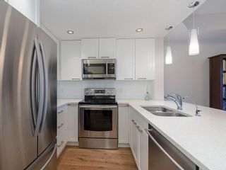 Photo 5: 403 24 VARSITY ESTATES Circle NW in Calgary: Varsity Apartment for sale : MLS®# C4194427