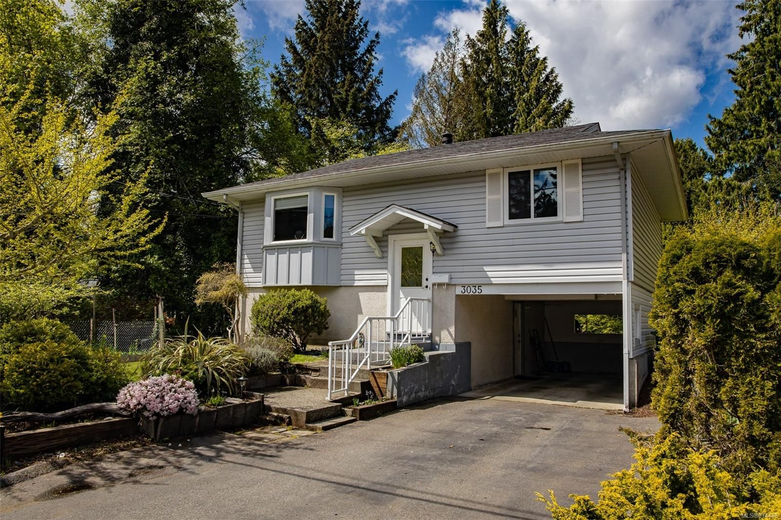 Main Photo: 3035 Charles St in : Na Departure Bay House for sale (Nanaimo)  : MLS®# 874498