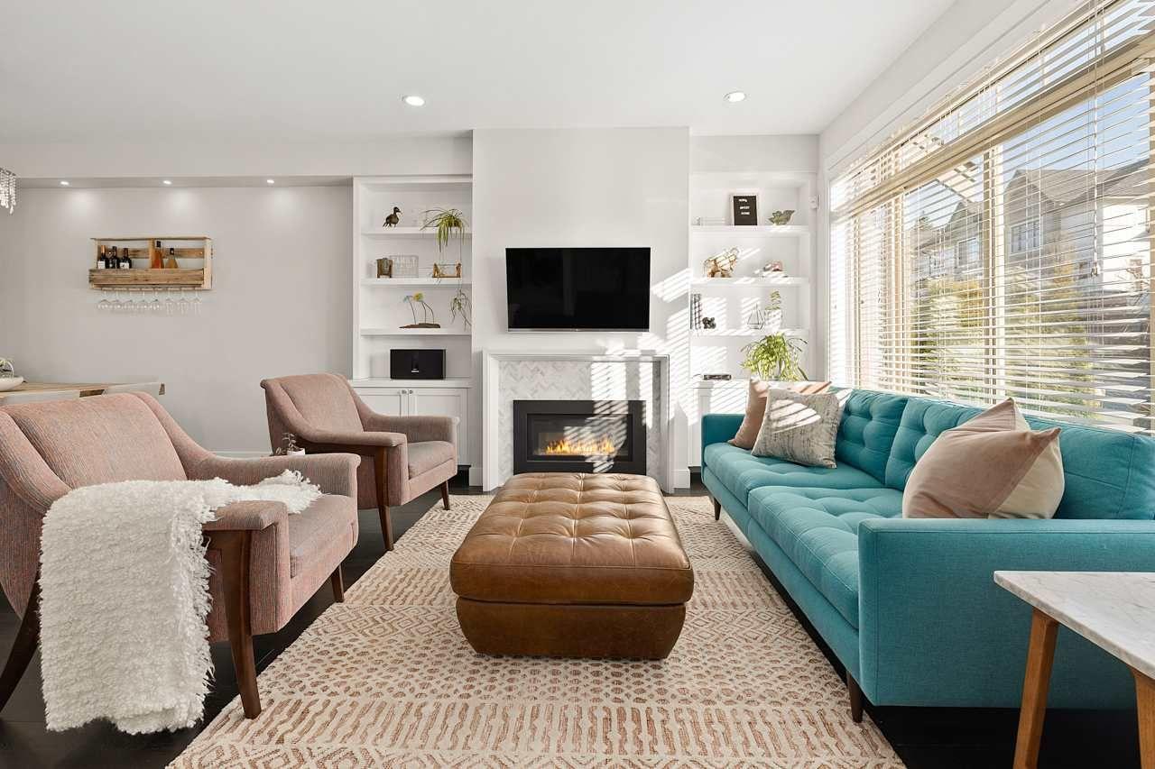"Photo 3: Photos: 2452 165 Street in Surrey: Grandview Surrey Condo for sale in ""Hycroft"" (South Surrey White Rock)  : MLS®# R2545917"