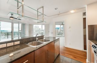 """Photo 9: 2302 583 BEACH Crescent in Vancouver: Yaletown Condo for sale in """"Park West 2 Yaletown"""" (Vancouver West)  : MLS®# R2179212"""