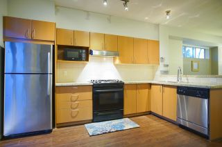 Photo 7: 20 301 KLAHANIE Drive in Port Moody: Port Moody Centre Townhouse for sale : MLS®# R2032725