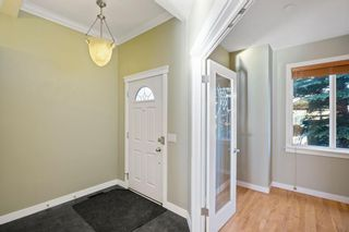Photo 2: 429 19 Avenue NE in Calgary: Winston Heights/Mountview Semi Detached for sale : MLS®# A1063188