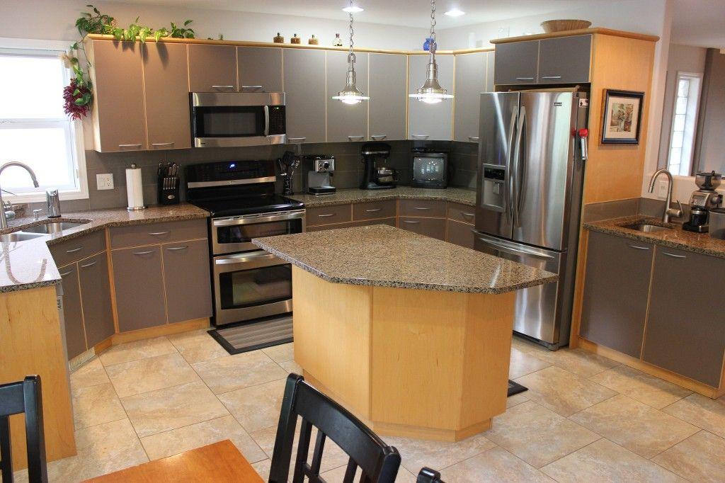 Photo 9: Photos: 3581 Navatanee Drive in Kamloops: Rivershore Estates House for sale : MLS®# 117351