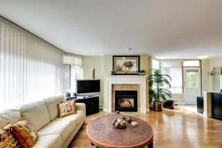 """Photo 5: 104 15111 RUSSELL Avenue: White Rock Condo for sale in """"Pacific Terrace"""" (South Surrey White Rock)  : MLS®# R2545193"""