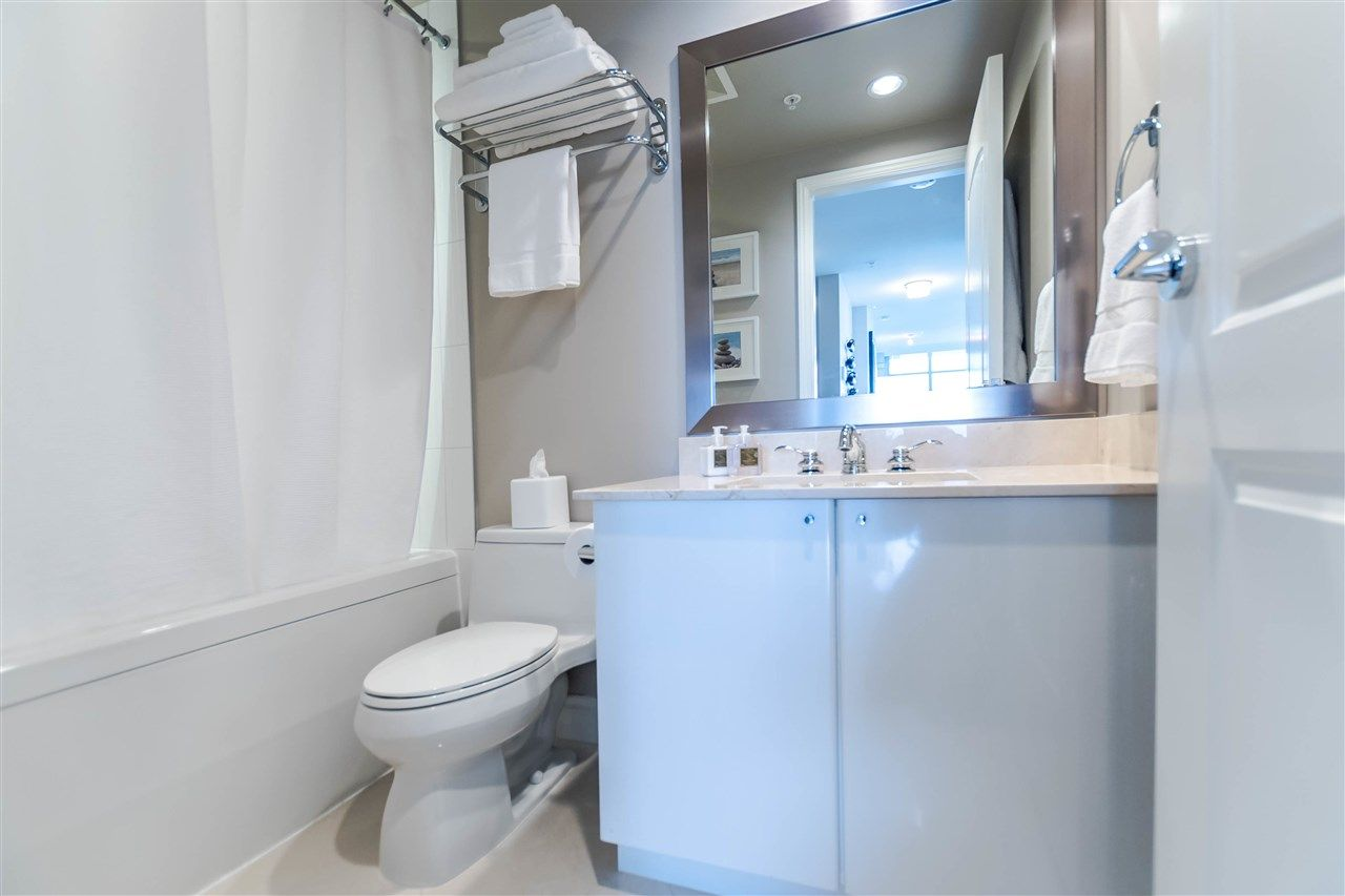 """Photo 14: Photos: 1004 172 VICTORY SHIP Way in North Vancouver: Lower Lonsdale Condo for sale in """"Atrium at the Pier"""" : MLS®# R2147061"""