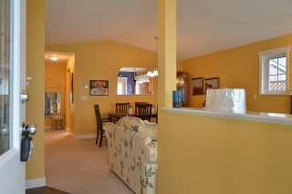 """Photo 4: 5704 EMILY Way in Sechelt: Sechelt District House for sale in """"CASCADE"""" (Sunshine Coast)  : MLS®# R2144070"""