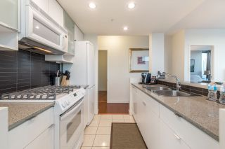 """Photo 10: 2602 939 EXPO Boulevard in Vancouver: Yaletown Condo for sale in """"MAX II"""" (Vancouver West)  : MLS®# R2208593"""