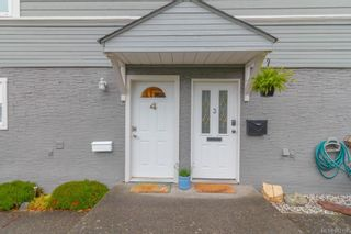 Photo 2: 4 635 Rothwell St in Victoria: VW Victoria West Row/Townhouse for sale (Victoria West)  : MLS®# 842158