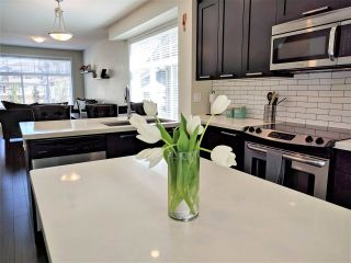 """Photo 3: 22 20966 77A Avenue in Langley: Willoughby Heights Townhouse for sale in """"NATURE'S WALK"""" : MLS®# R2370750"""