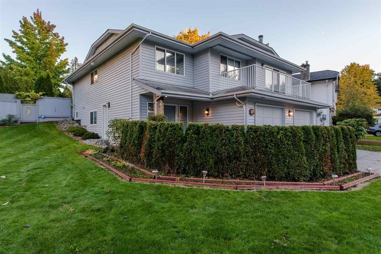 Main Photo: 2390 HARPER Drive in Abbotsford: Abbotsford East House for sale : MLS®# R2218810