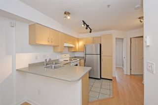 """Photo 6: C1 332 LONSDALE Avenue in North Vancouver: Lower Lonsdale Condo for sale in """"The Calypso"""" : MLS®# R2198607"""