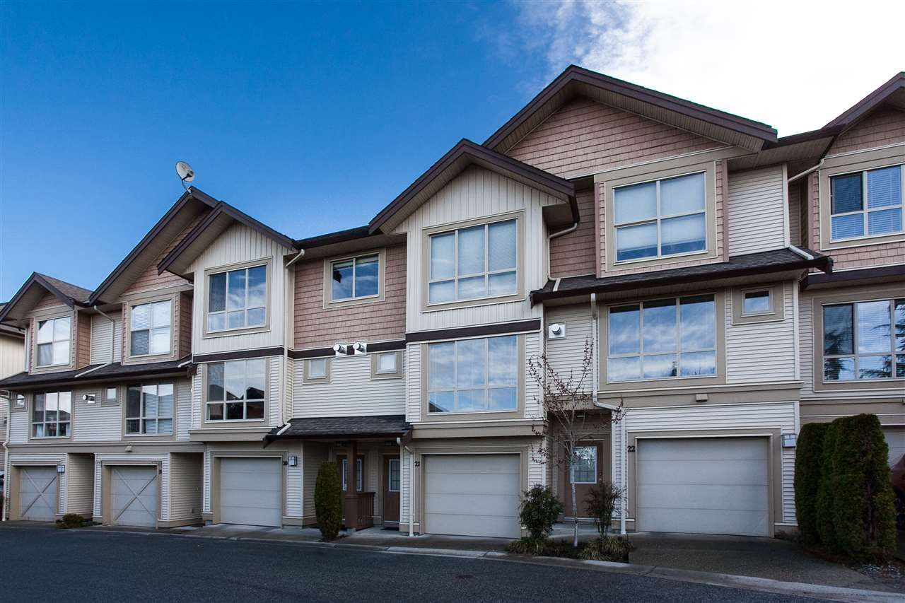 "Main Photo: 21 20350 68 Avenue in Langley: Willoughby Heights Townhouse for sale in ""SUNRIDGE"" : MLS®# R2148091"