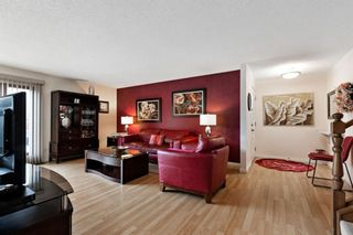 Photo 2: 7 Woodmont Rise SW in Calgary: Woodbine Detached for sale : MLS®# A1092046
