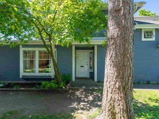 "Photo 3: 56 1140 FALCON Drive in Coquitlam: Eagle Ridge CQ Townhouse for sale in ""FALCON GATE"" : MLS®# R2588186"
