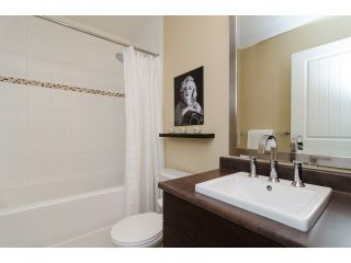 """Photo 15: 1 15405 31ST Avenue in Surrey: Grandview Surrey Townhouse for sale in """"NUVO 2"""" (South Surrey White Rock)  : MLS®# F1430709"""