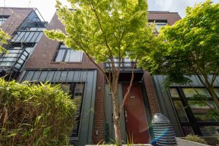 Photo 1: 2777 GUELPH STREET in Vancouver: Mount Pleasant VE Townhouse for sale (Vancouver East)  : MLS®# R2168512