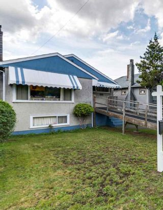 """Photo 3: 4281 VICTORIA Drive in Vancouver: Victoria VE House for sale in """"CEDAR COTTAGE"""" (Vancouver East)  : MLS®# R2151080"""