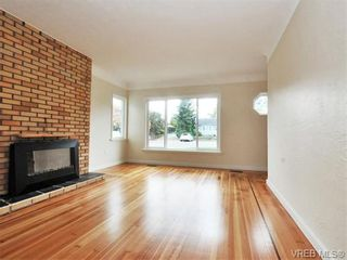 Photo 2: 312 Ker Ave in VICTORIA: SW Gorge House for sale (Saanich West)  : MLS®# 743629