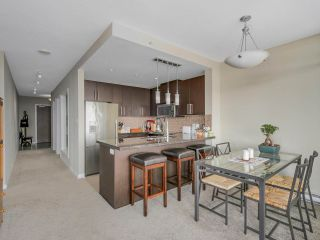 "Photo 5: 2501 888 CARNARVON Street in New Westminster: Downtown NW Condo for sale in ""MARINUS"" : MLS®# R2115352"