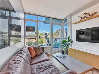 """Photo 3: 369 250 E 6TH Avenue in Vancouver: Mount Pleasant VE Condo for sale in """"District"""" (Vancouver East)  : MLS®# R2578210"""