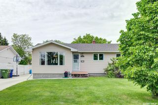 Photo 2: 118 Waterloo Crescent in Saskatoon: East College Park Residential for sale : MLS®# SK859192