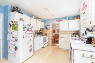 Photo 16: 15500 OXENHAM Avenue: White Rock House for sale (South Surrey White Rock)  : MLS®# R2620472