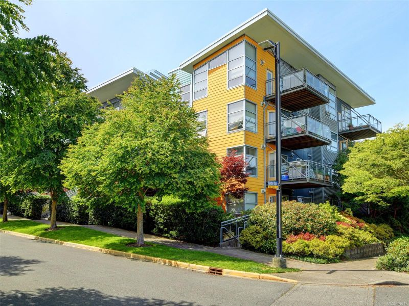 FEATURED LISTING: 411 - 90 Regatta Landing
